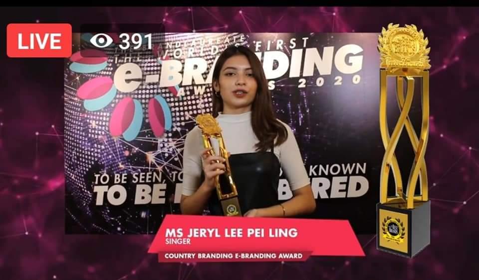 李佩玲获颁国家品牌奖成首位得奖大马华人歌手-Woah.MY