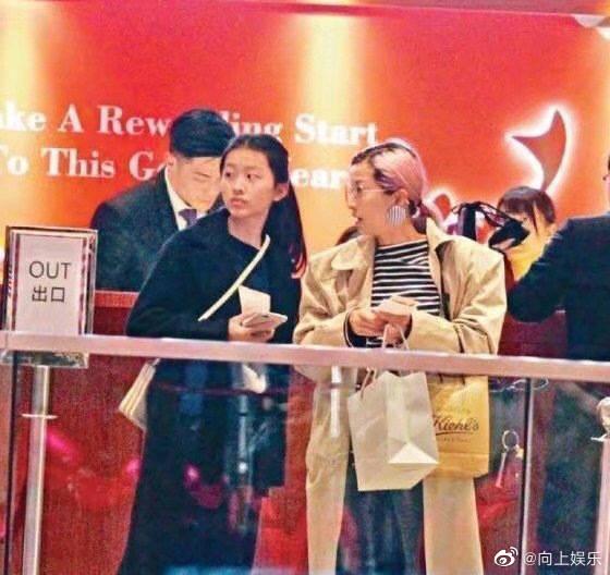 陈奕迅16岁女儿近照曝光!颜值气质在线,网大赞:完美继承妈妈的基因-Woah.MY