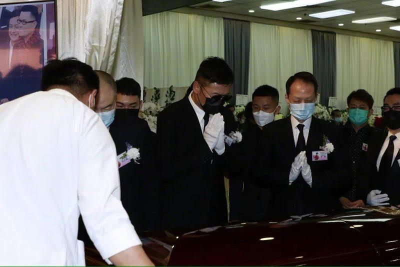 李香琴出殡 · 苗侨伟黄百鸣等人哀伤送最后一程