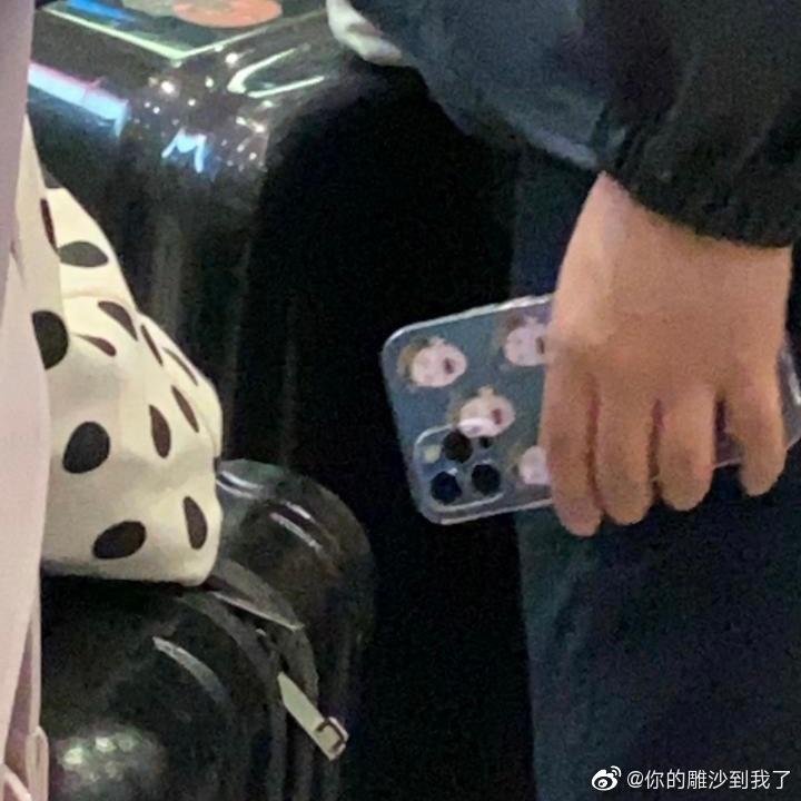 《青你3》十七经纪人手机壳曝光!网笑:李大嘴果然特別出圈-Woah.MY