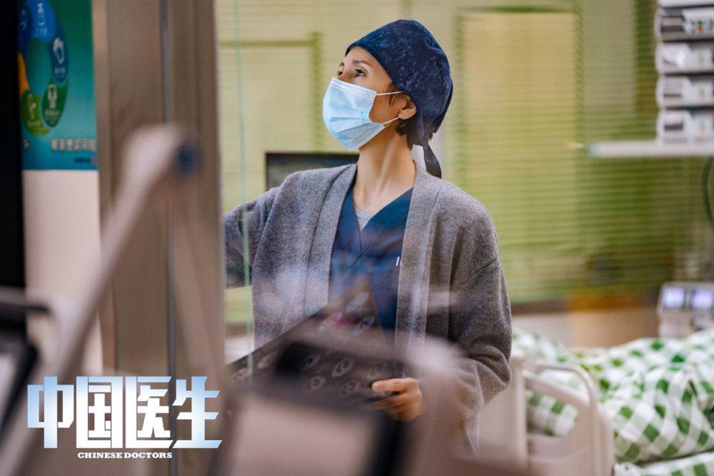 《中国医生》首发剧照!易烊千玺首演医生角色-Woah.MY